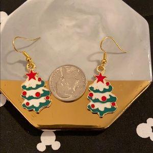 Jewelry - 🎄5/$15 SALE⛄️ Christmas tree earrings!